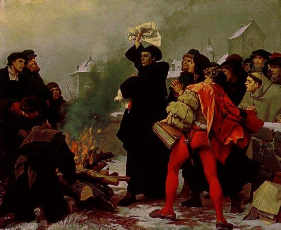 Martín Lutero quemando la bula papal.