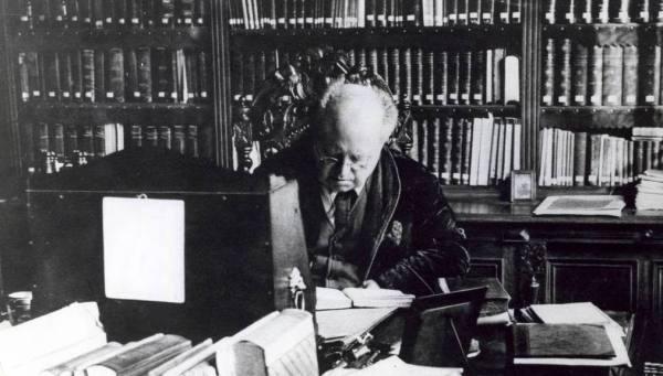 Abraham Kuyper (1837-1920) aan het werk. Ongedateerd.;
